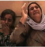 نشرت صحيفة غارديان مقالاً لأنبيال فان دين برغي يتناول حكاية أرملة أيزيدية تدعى عمشة اختطفت على يد عناصر تنظيم الدولة الاسلامية. وقال كاتب المقال الذي أجرى مقابلة مع عمشة أنها بيعت لرجل خمسيني بسعر 12 دولاراً اميركياً، فيم