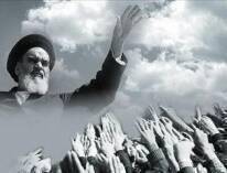 أسماها البعض ثورة القرن العشرين وطاب للبعض أن يسميها ثورة المستضعفين ضد الإستكبار العالمي المتمثل بأميركا وحلفائها بالعالم. ولكن مفجرها وقائدها الإمام الخميني أحب أن تكون إسلامية فكانت الثورة الإسلامية في إيران التي ولدت ال