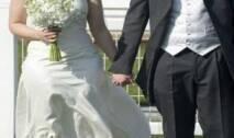 في قصة طريفة وغريبة من نوعها، قامت عروس بالزواج من حبيبها 66 مرة، في