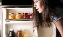 تناول الطعام ليلاً عادة تحارب أيّ نظام لحمية غذائية، فإن كنت