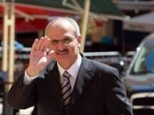 أصدر وزير المالية علي حسن خليل قرارا حمل الرقم 1184/1 حدد بموجبه دقائق