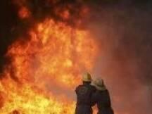 أفادت فرق الاطفاء في الدفاع المدني عن قيامها بإخماد حريق شب داخل
