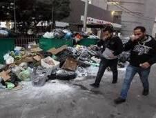في غمار القوانين وين قانون النظافة ؟   طرقات و شواطىء عبارة عن حاويات ... بلد متل ( المزبلة ) ، فوضى المواطن فوضى القوانين بلديات متقاعسة ، فمن يهتم ؟ لا أحد يهتم ، بحر لبنان الأجمل و (الأوسخ) ، الشواطئ حاويات رملية ( بقايا
