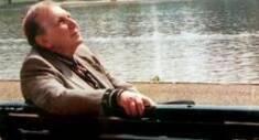 نزار قباني دبلوماسي و شاعر عربي. ولد في دمشق (سوريا) عام 1923