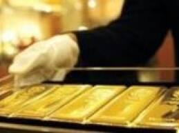 عزّز الذهب مكاسب مساء الاثنين وارتفع يوم الثلاثاء مقتربا من أعلى