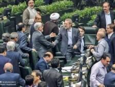 لاريجاني يُسقط مرشح الإصلاحيين ويحتفظ برئاسة البرلمان الإيراني